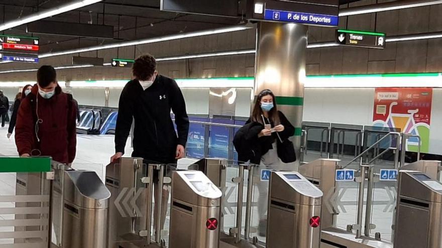 Uno de cada tres viajeros del metro es estudiante