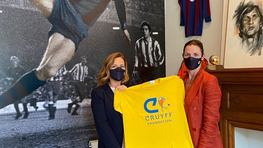 La Fundación Johan Cruyff ayudará a construir un campo de césped artificial en Benicalap