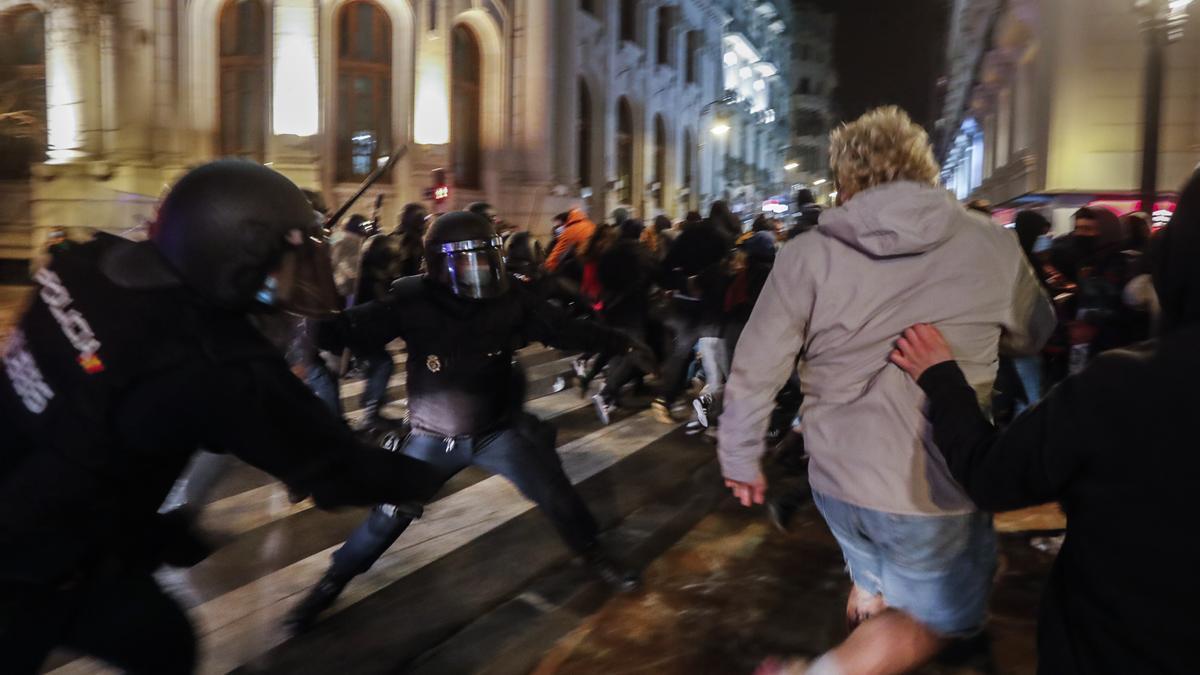 Un momento de una de las protestas en València tras el encarcelamiento del rapero Hasél
