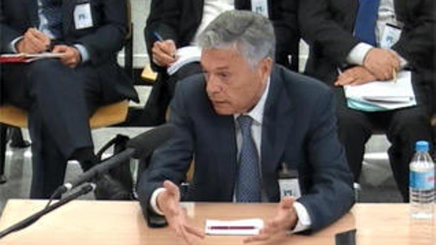 Crespo admite que no estaba capacitado para presidir la CAM