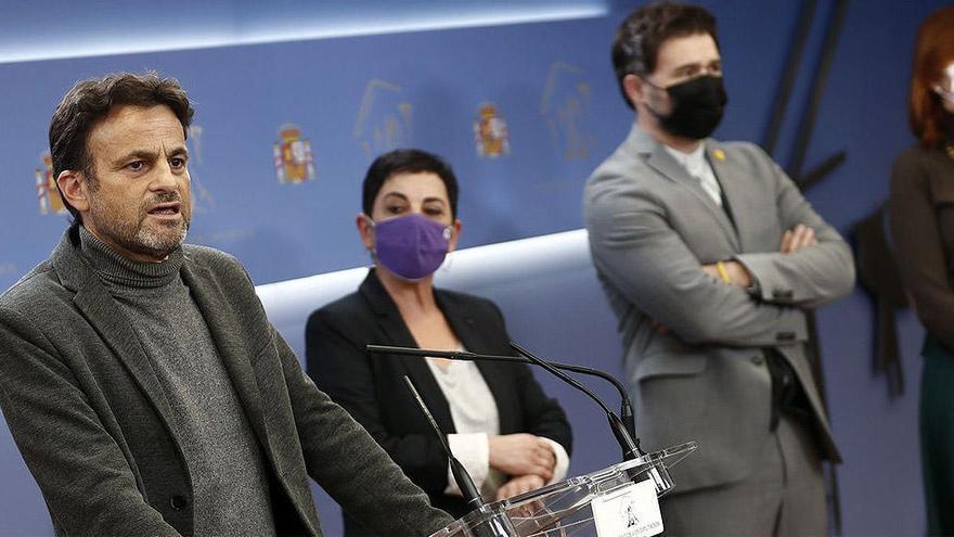 El PSOE negocia el plan firmado con ERC y Bildu