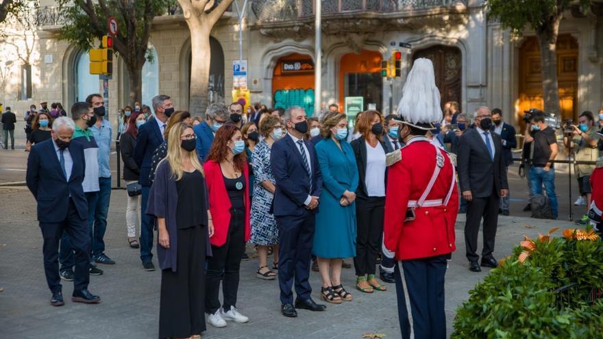 Aragonès y Colau participan en la ofrenda floral al monumento de Rafael Casanova