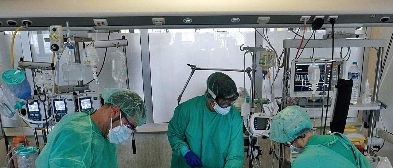 Imagen de la UCI del Hospital de Torrevieja, en plena tercera ola del covid.  