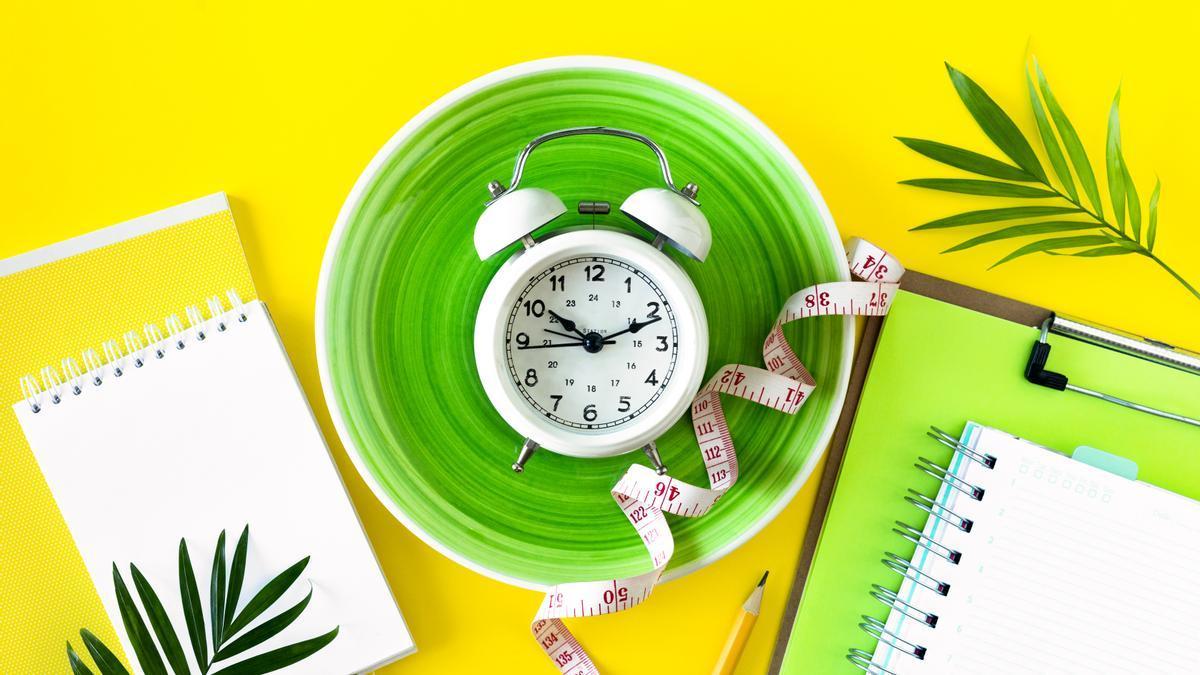 Dietas adelgazar   Llevar un control de las horas a las que ingieres alimentos te ayudará a perder peso