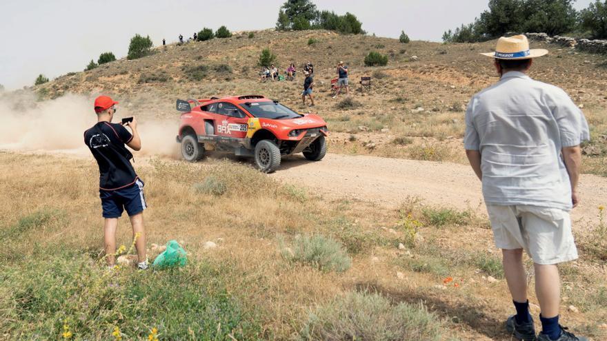 Sebastien Loeb y Joan Barreda se imponen en la primera etapa de la Baja Aragón