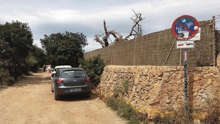 Cala Varques: Das wilde Parken geht weiter