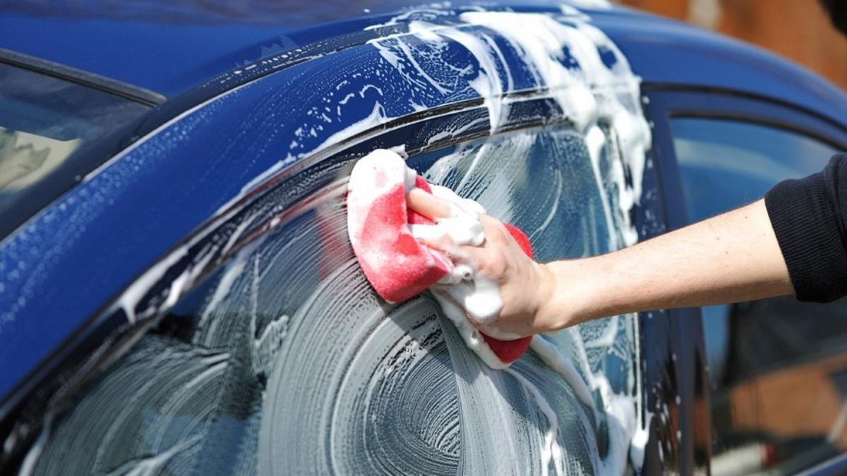¿Cada cuánto tiempo debo lavar el coche?