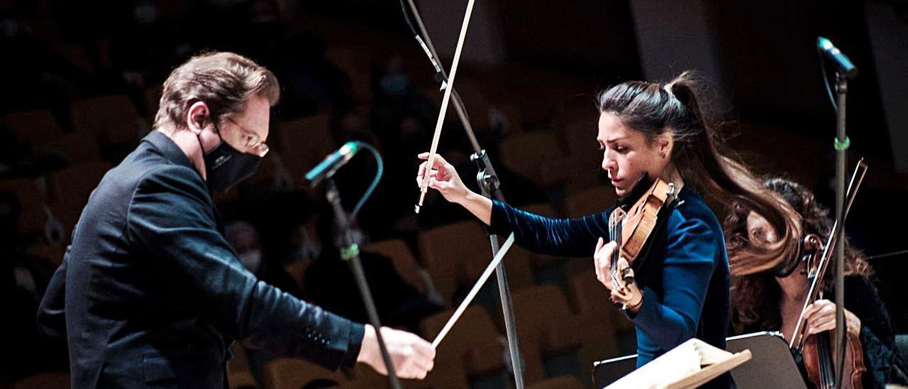 Ramón Tebar y Leticia Moreno, en el concierto del sábado en Les Arts.   P.M.