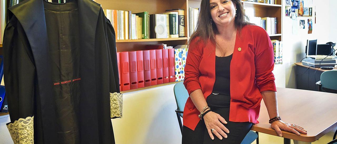 Rosa Rodríguez Bahamonde en su despacho.     ANDRÉS CRUZ