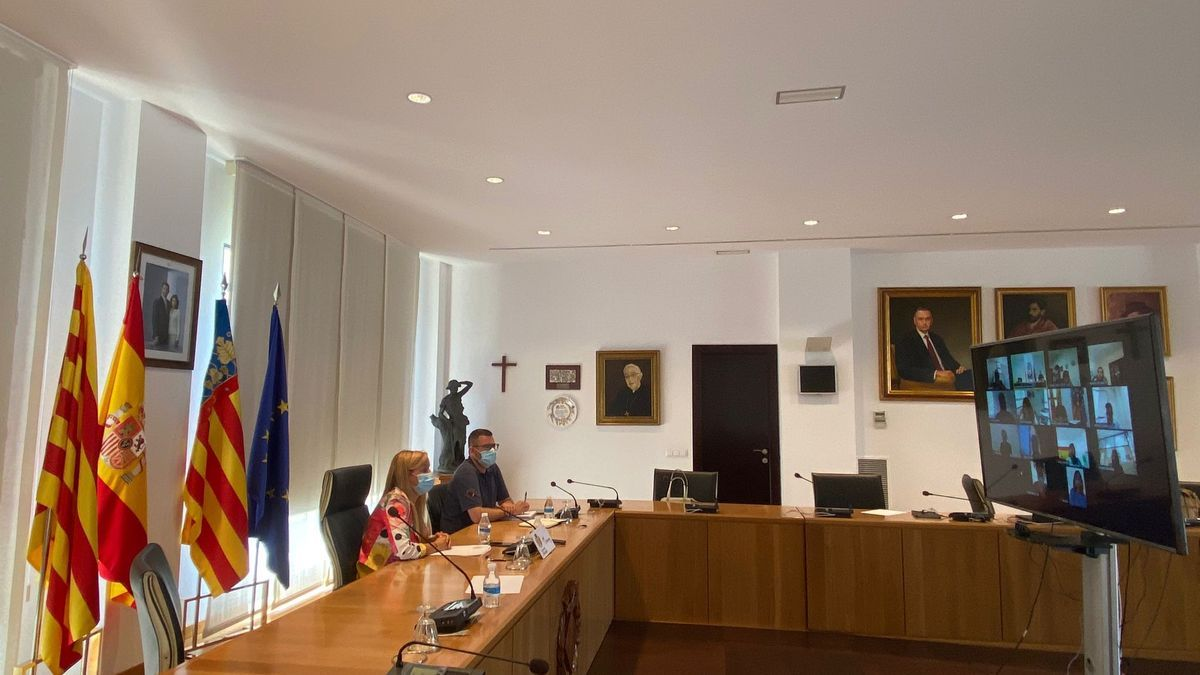 El Ayuntamiento reactivó este jueves la comisión especial de convivencia entre vecinos y peñas a través de una reunión telemática.