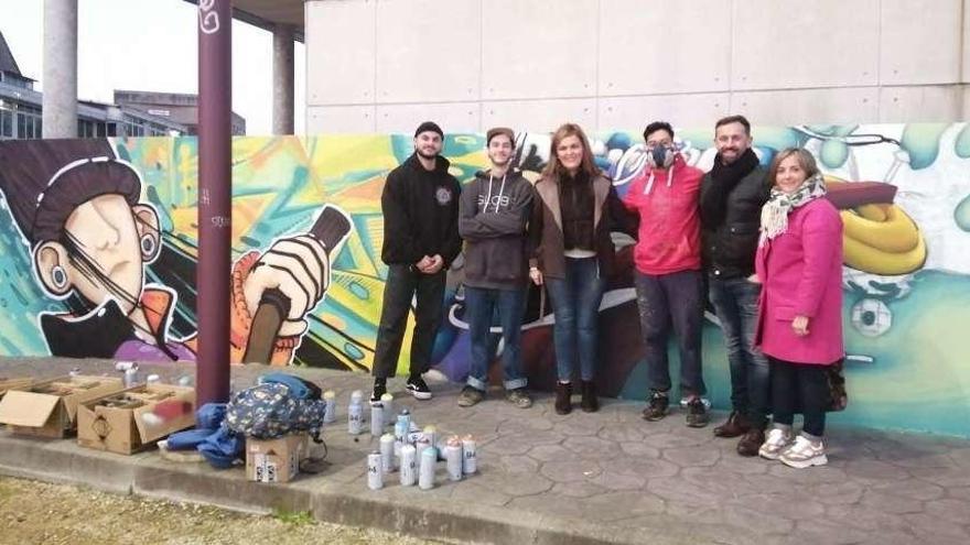 Un nuevo grafiti combate el feísmo de muros en Redondela