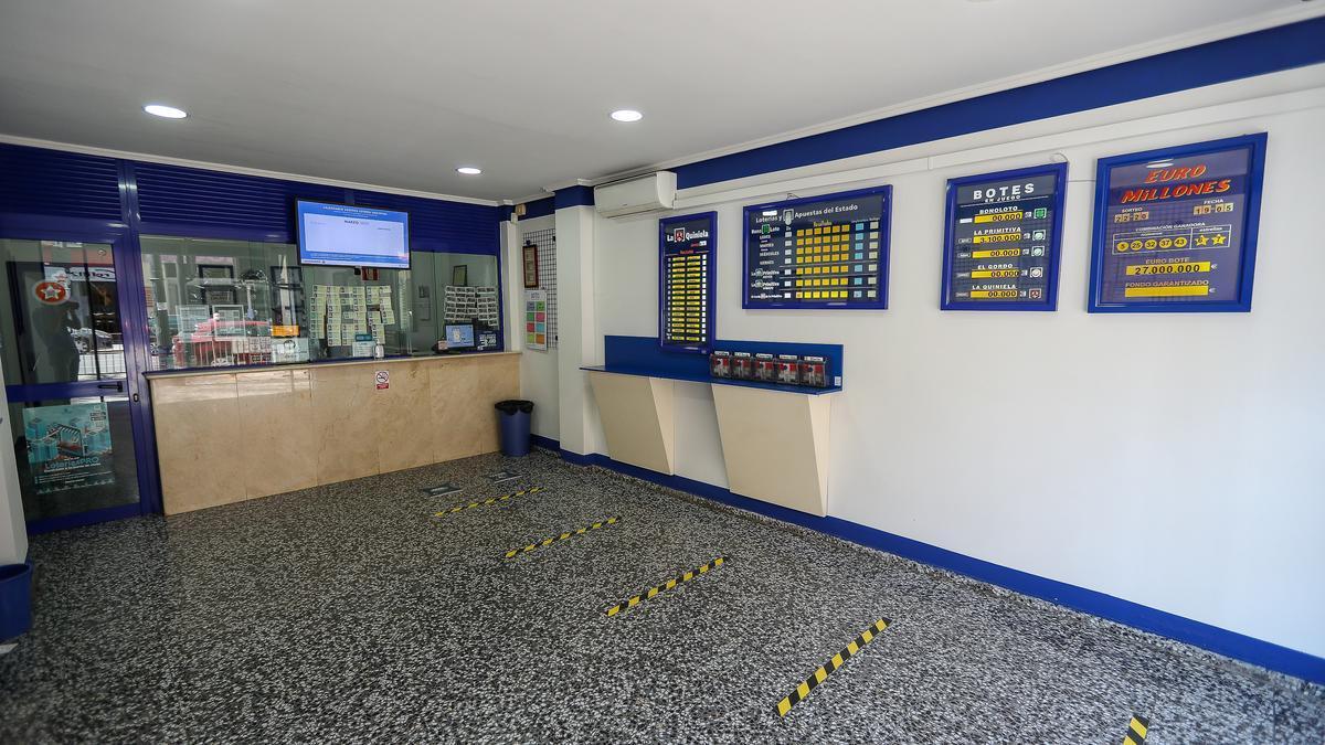 Interior de una administración de loterías.