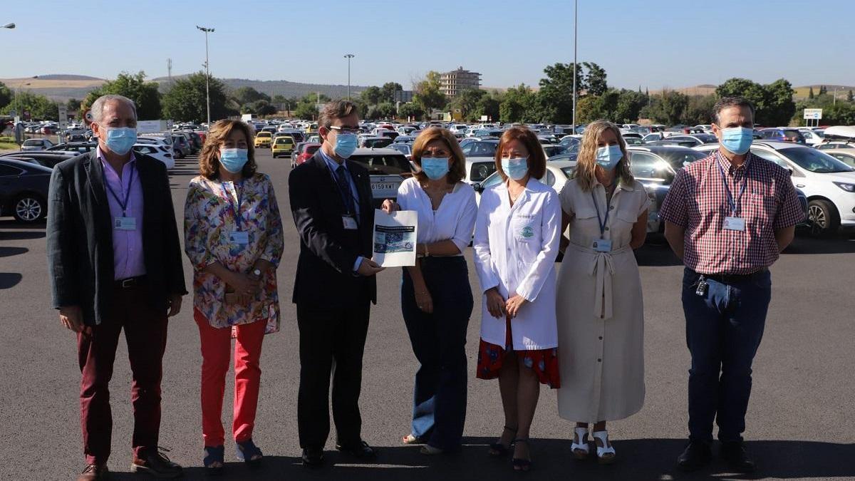 Cuatro firmas optan a la gestión de los aparcamientos de usuarios del hospital Reina Sofía