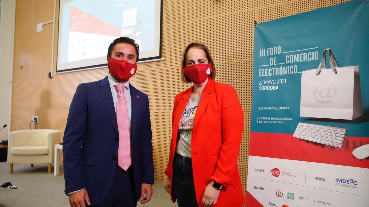 Félix Almagro y Blanca Torrent, en el III  Foro de Comercio Electrónico
