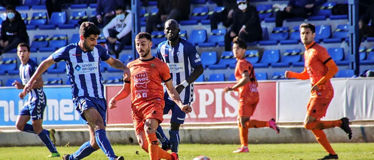 El Atzeneta en el partido ante el Alcoyano disputado en El Collao en fechas recientes.   JUANI RUZ