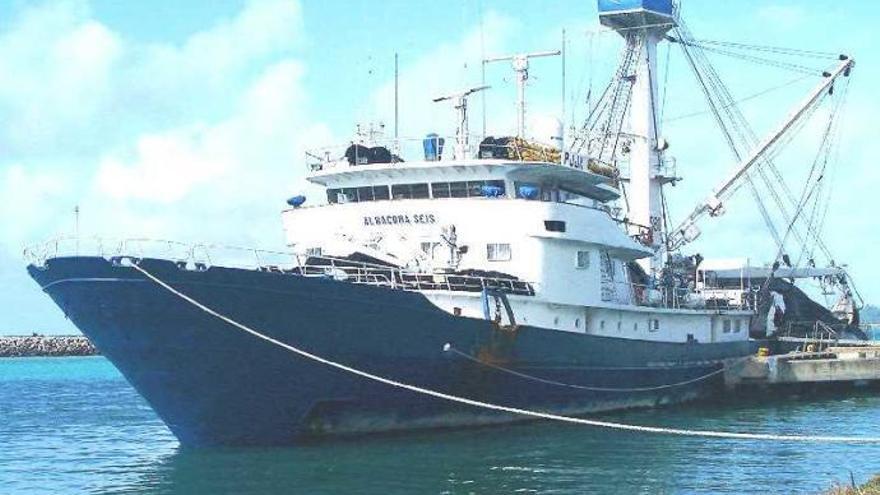 El atunero Albacora 6, con tripulación gallega, se hunde en el Atlántico
