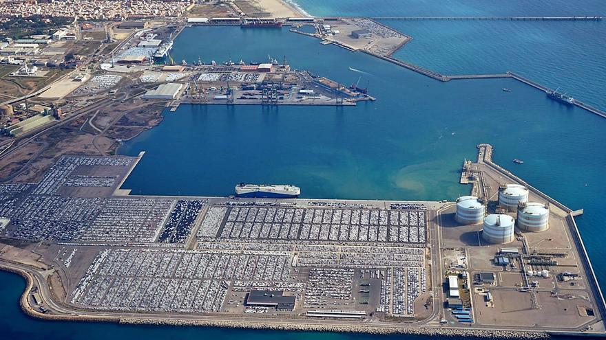 El tráfico portuario repunta en Sagunt a niveles de hace año y medio