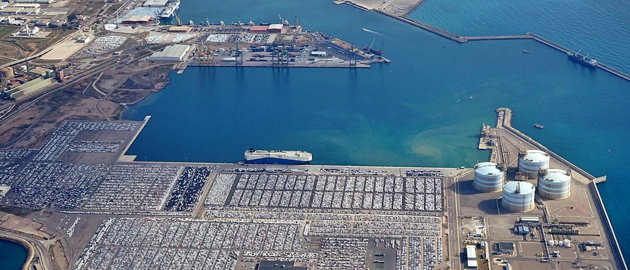 Vista aérea de las instalaciones portuarias de la APV en Sagunt. | APV