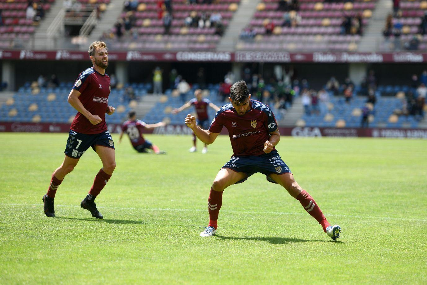 La emocionante permanencia del Pontevedra: goles y lágrimas en Pasarón