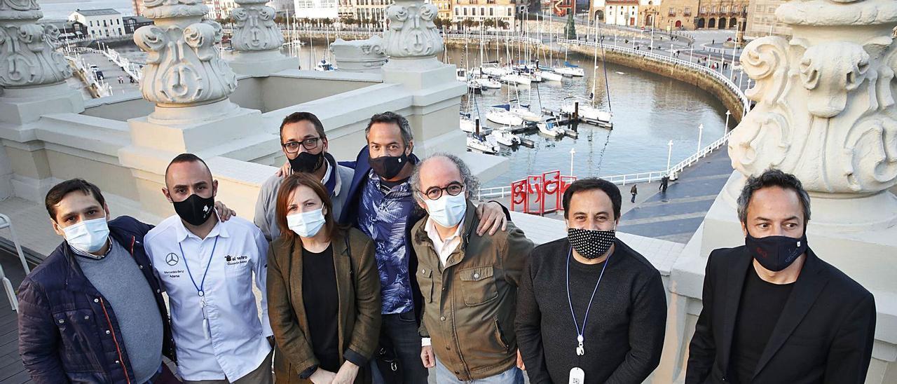 Por la izquierda, Isaac Loya, Ricardo Sotres, Jaime Uz, Esther Manzano, Javier Torres, José Antonio Campoviejo, Óscar Calleja y Sergio Torres, en Gijón.