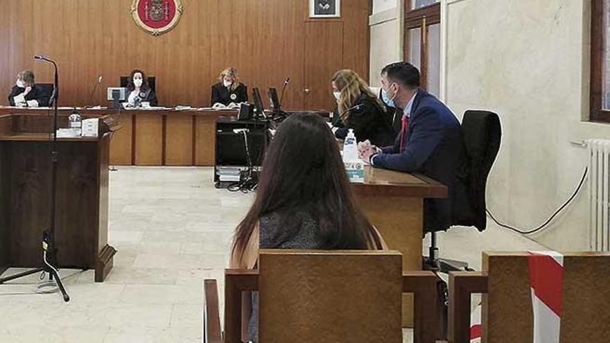 Una mujer acepta casi dos años de cárcel por maltratar a su expareja y sus hijos