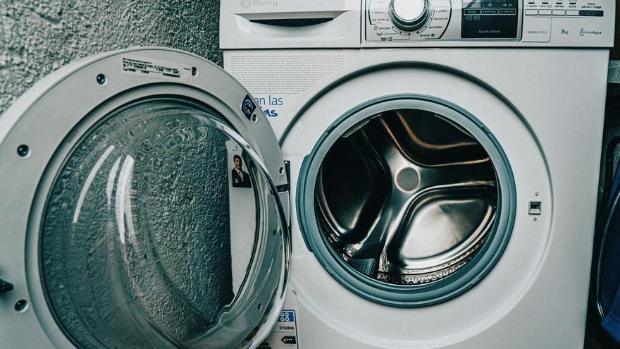El truco que quitará todos los pelos de la ropa en la lavadora