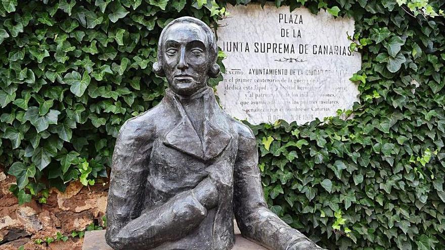 Patrimonio de La Laguna limpia y repara las esculturas del espacio público