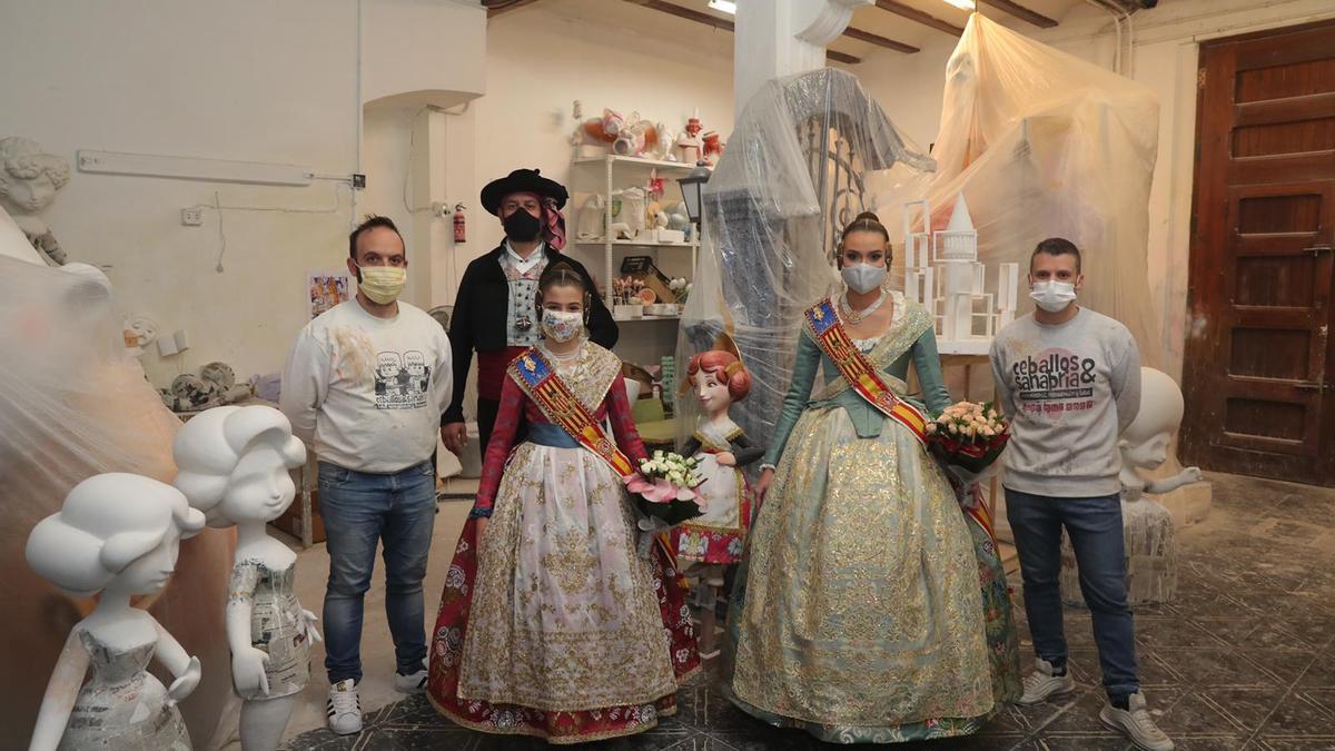 Visita al taller de Ceballos y Sanabria, autores de la falla infantil municipal.