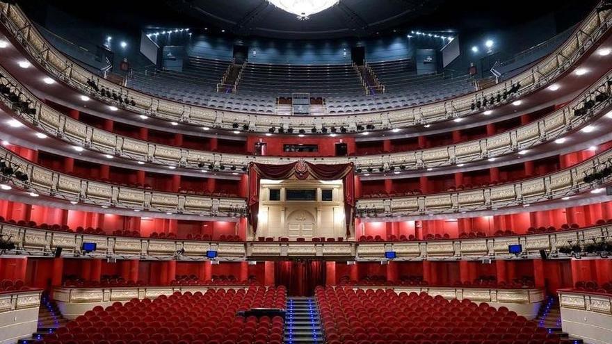 Abucheos en el Teatro Real contra la falta de medidas de distanciamiento social