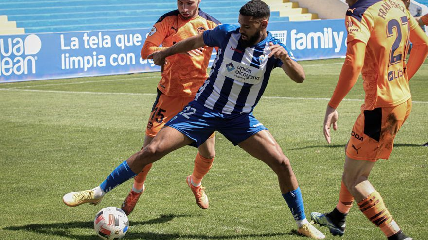 """El Alcoyano se aleja del """"play-off"""" tras empatar en Andorra (0-0)"""