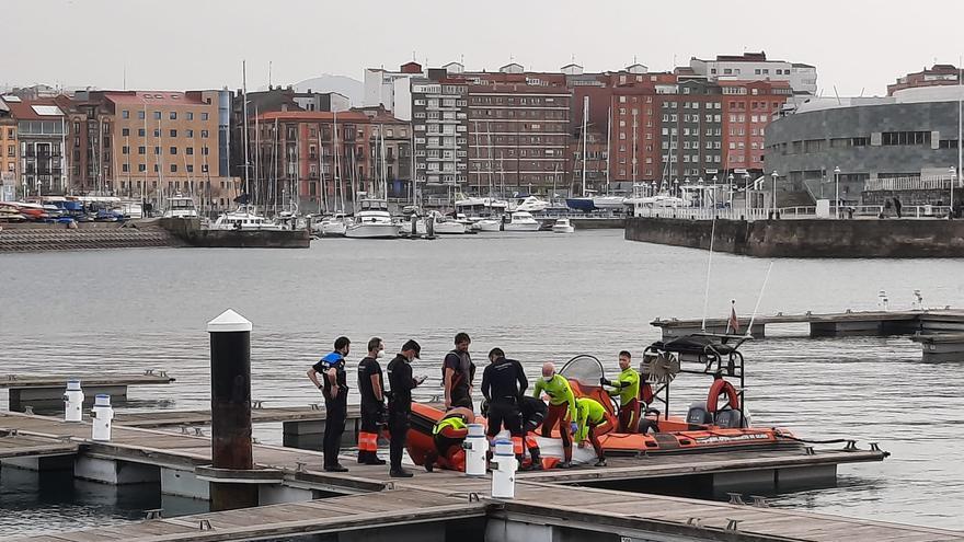 """Rescatan el cadáver de una mujer que apareció flotando bajo el """"Elogio"""""""