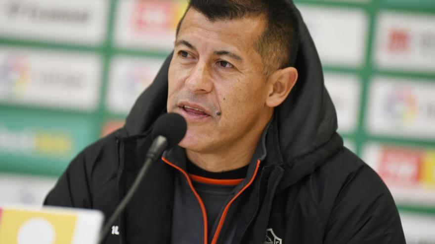 """Almirón: """"Ante el Barça será difícil pero no imposible"""""""
