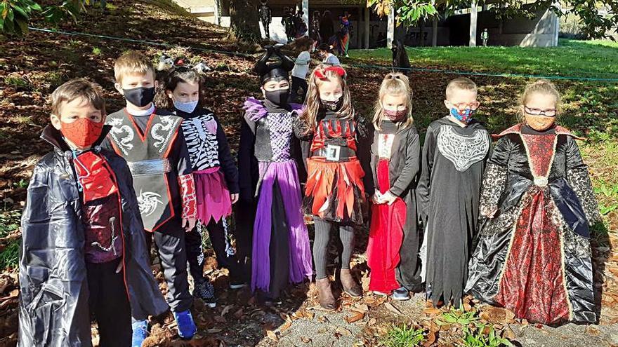Desfiles a pequeña escala con disfraces de Halloween