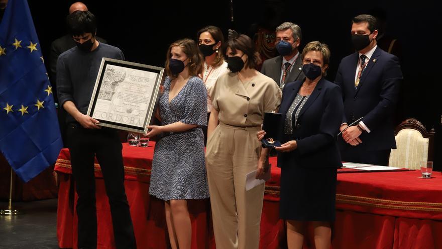Julio Anguita recibe el título de Hijo Adoptivo de Córdoba