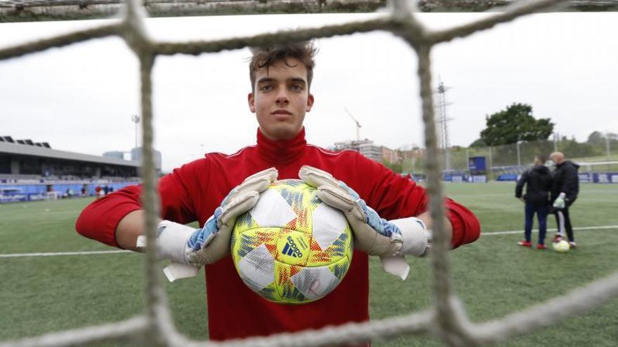 La historia de Hugo Escobar: de ascender a División de Honor a debutar en Segunda B con el Covadonga
