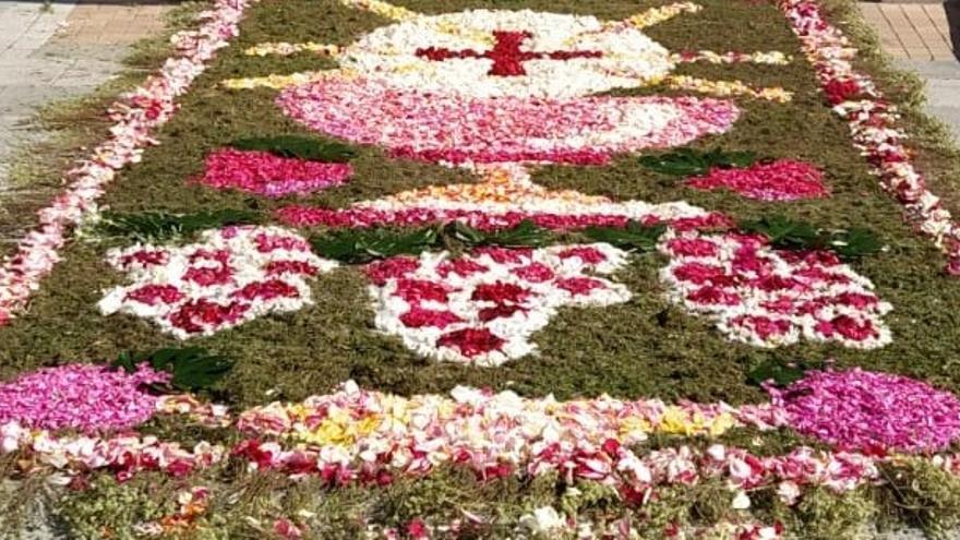 Alfombra floral en Villaralbo para celebrar el Corpus