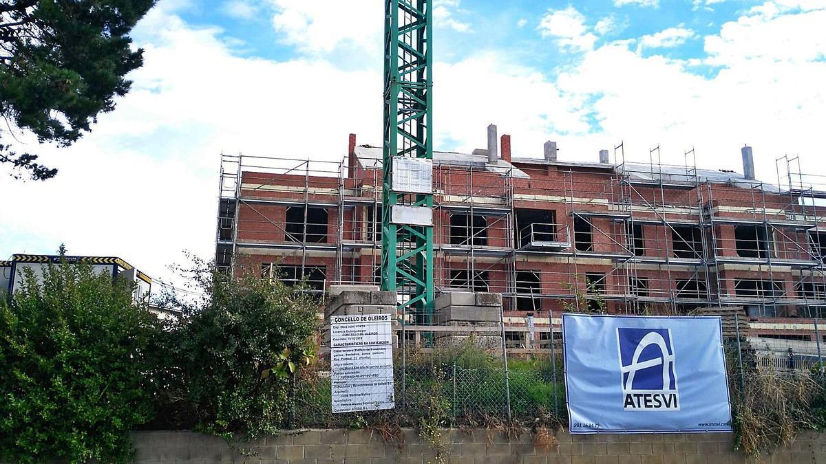 Construcción de un edificio de viviendas en Oleiros. |   // L. O.