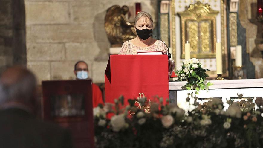 El apóstol Santiago bendice los 60 años del Lar gallego