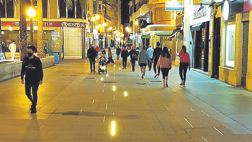 La Corredora de Elche estrena iluminación a falta de que concluya la obra en la Plaça Baix