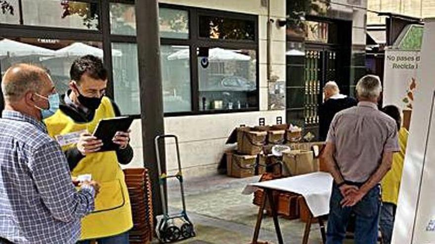 Langreo entrega 628 kits para el reciclaje orgánico entre los vecinos