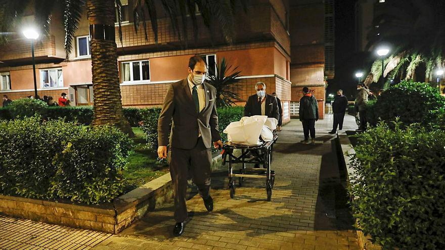 """María Fernández, la septuagenaria gijonesa viuda que falleció al caer por la ventana mientras tendía la ropa: """"Llevaba mucho tiempo sola"""""""