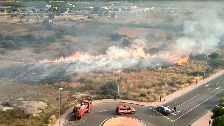 VÍDEO   Espectacular incendio en el Pau Sensal de Castelló