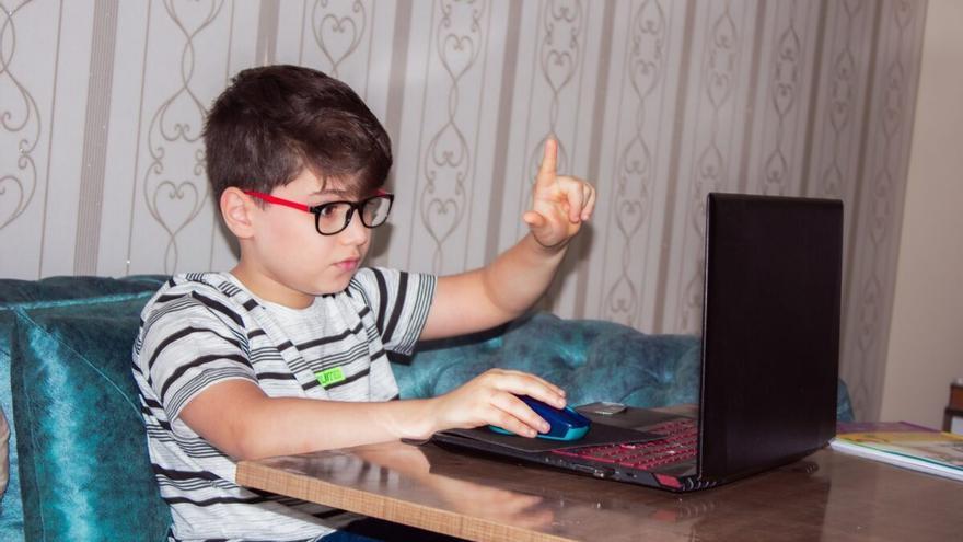 Augmenta la miopia en els nens per culpa dels confinaments?