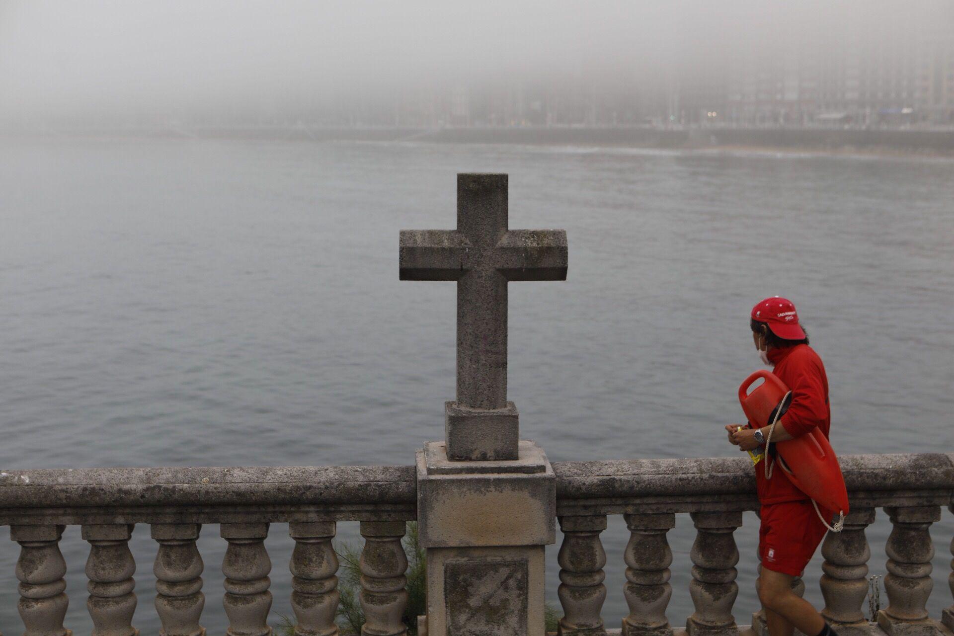 Domingo de bruma en Gijón