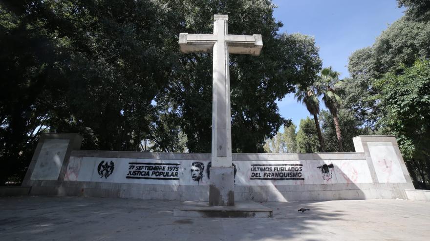 Pintadas antifascistas en la Cruz del Ribalta en plena polémica de los vestigios franquistas en Castelló