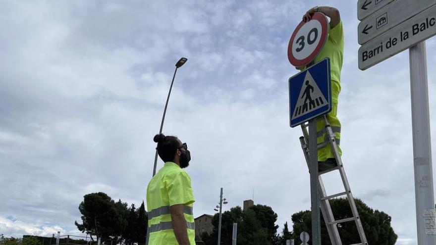 Manresa instal·la senyals per adaptar-se a la nova normativa de límit de velocitat a 30 km/h