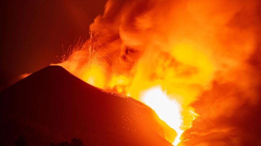 El volcán provoca un 'tsunami de lava'