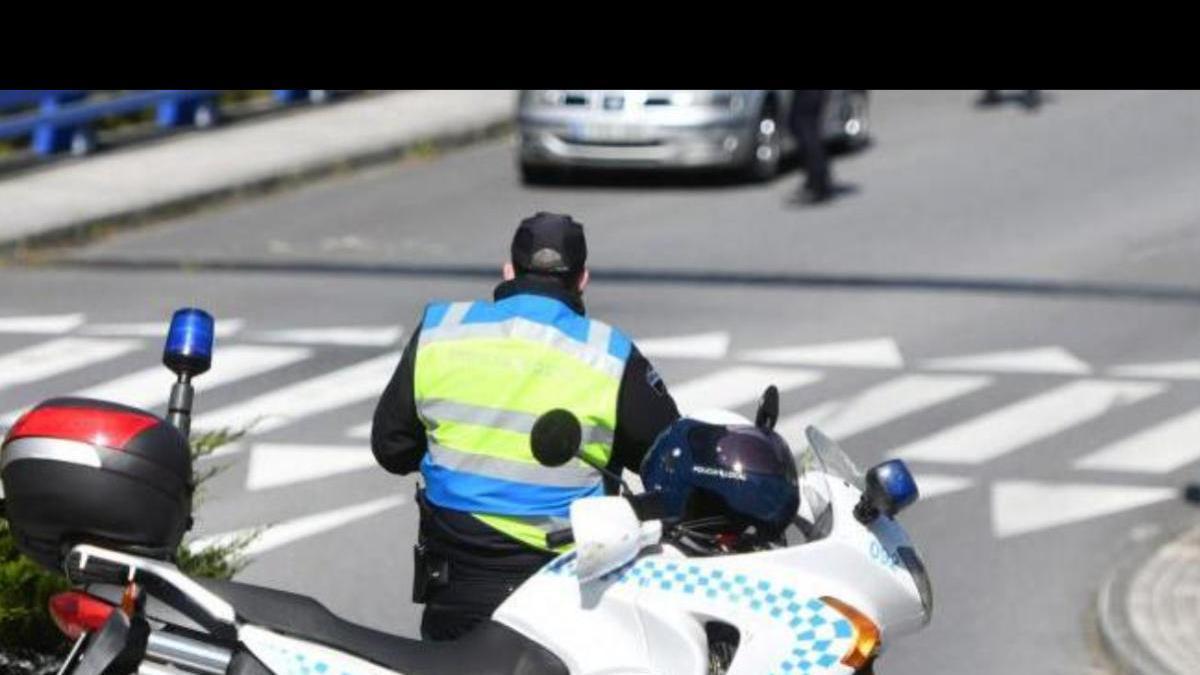 Una patrulla de la Policía Local de Pontevedra en un control estos días en el acceso a Monte Porreiro.