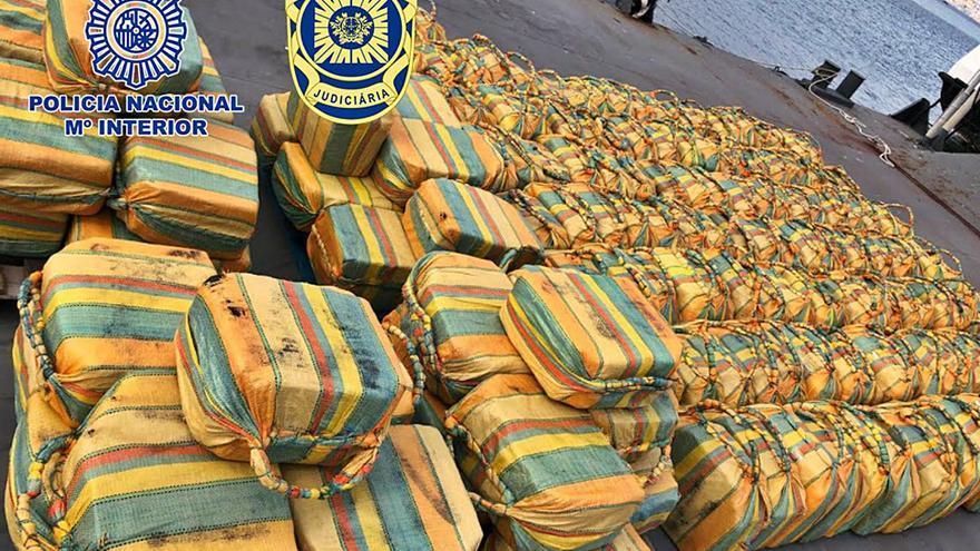 """Los vilagarcianos detenidos con el """"macroalijo"""" del velero declaran ante las autoridades portuguesas"""