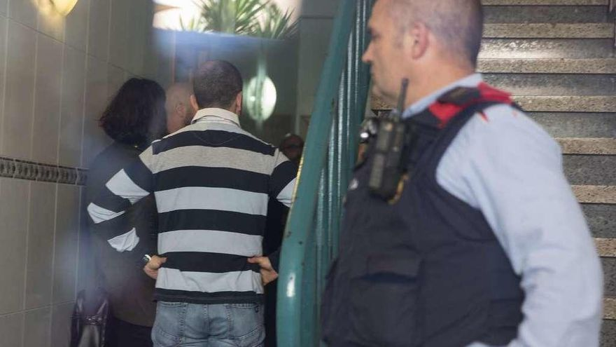Un hombre mata a su mujer a puñaladas delante de sus hijos en su casa de Gerona